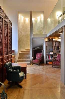 Salas de estilo moderno por Pietre di Rapolano