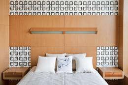 Квартира в Москве для молодого человека.: Спальни в . Автор – Студия экспериментального проектирования 'Rakurs'