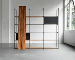 900 Shelving System: moderne Woonkamer door Modiste Furniture