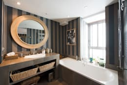 Appartement Caulaincourt Paris: Salle de bains de style  par Hélène de Tassigny