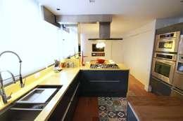 Dapur by MeyerCortez arquitetura & design
