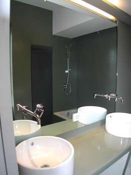 Ristrutturazione integrale_Casa Casciani: Bagno in stile in stile Minimalista di giuseppe todisco