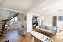 Maison individuelle Versailles: Salon de style de style Moderne par Hélène de Tassigny