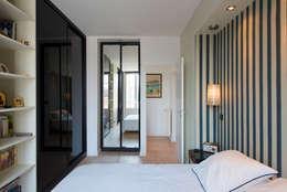 Maison individuelle Versailles: Chambre de style de style Moderne par Hélène de Tassigny