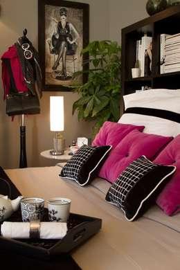Chambre graphique noir et blanc: Chambre de style de style Classique par La Valise Rouge