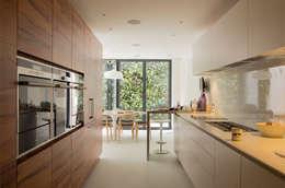 Maison K #45: Cuisine de style de style Classique par ATELIER R ARCHITECTES
