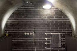 Maison K #45: Salle de bains de style  par ATELIER R ARCHITECTES