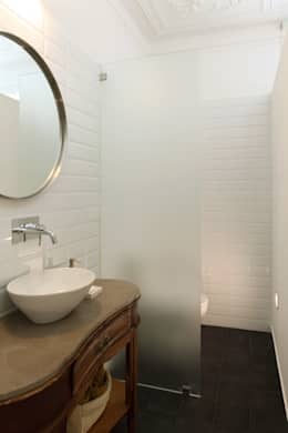modern Bathroom by Tiago Patricio Rodrigues, Arquitectura e Interiores