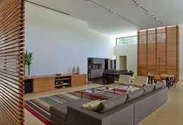Beth Marquez Interiores: modern tarz Oturma Odası