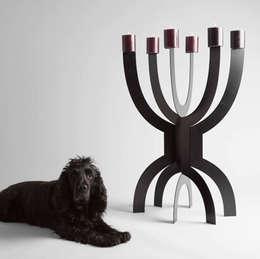 CCCLX big zwart: minimalistische Woonkamer door Buro Bruno