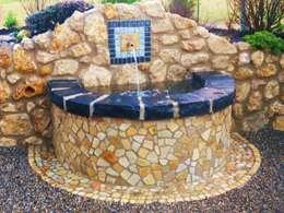 Brunnen: mediterraner Garten von Neues Gartendesign by Wentzel