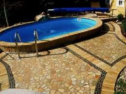 Pool, Natursteinterrasse: mediterraner Pool von Neues Gartendesign by Wentzel