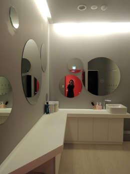 욕실 인테리어의 새 동향, 화장대가 있는 욕실