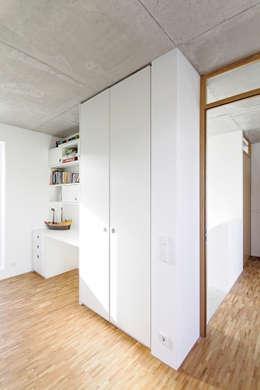 minimalistic Nursery/kid's room by f m b architekten - Norman Binder & Andreas-Thomas Mayer