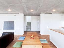 minimalistic Dining room by f m b architekten - Norman Binder & Andreas-Thomas Mayer
