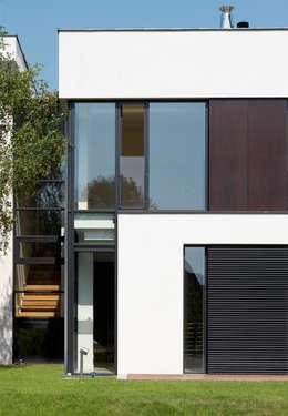 Dom175 : styl minimalistyczne, w kategorii Domy zaprojektowany przez Jednacz Architekci