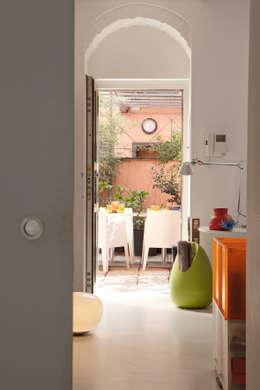 Pasillos y recibidores de estilo  por davide petronici   architettura