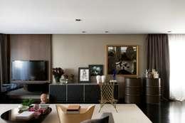 Apartamento Pavão : Sala de estar  por Maurício Karam Arquitetura