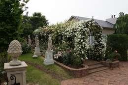 Галереи  в . Автор – Royal Stuart Garden Trust