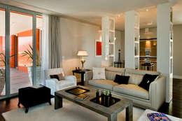 Salas de estilo moderno por Studio Architettura Carlo Ceresoli