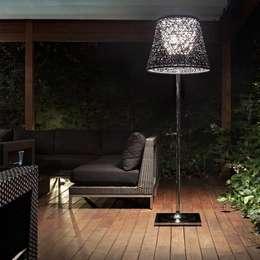 Lampadaire Ktribe - Flos : Jardin de style de style Moderne par Astéri