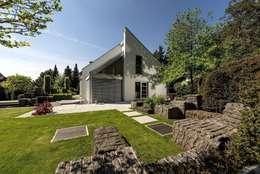 Haus sucht Garten oder umgekehrt: moderner Garten von Naturform Japangärten & Koiteichbau