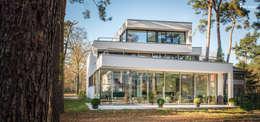 Projekty, nowoczesne Domy zaprojektowane przez FLOW.Generalunternehmer