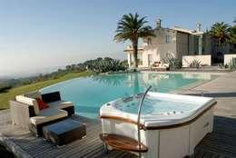 Whirlpools für Luxusimmobilien: klassischer Garten von Hesselbach GmbH