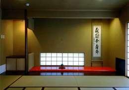 丘水庵 茶室: 片倉隆幸建築研究室が手掛けた和室です。