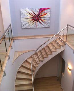 Pasillos y vestíbulos de estilo  por AZD Diseño Interior