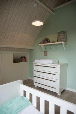 Babykamer: landelijke Kinderkamer door Hemels Wonen interieuradvies en ontwerp