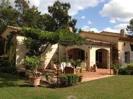 Le jardin sous la tonnelle: Jardin de style de style Méditerranéen par FLEURY ARCHITECTE