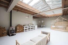 eclectic Living room by Architectenbureau Vroom