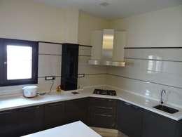 Kitchen supplied by CC india: modern Kitchen by Hasta architects