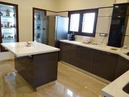 Residence of Mr. Vijayanand : modern Kitchen by Hasta architects