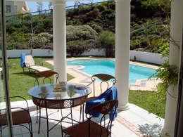 Дом в Южной Африке: Бассейн в . Автор – Елена Вэлхли