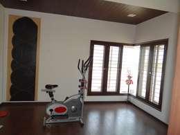 Residence of Mr. Vijayanand : modern Gym by Hasta architects
