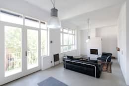 industrial Living room by Tim Diekhans Architektur