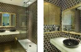 SASKA KĘPA: styl , w kategorii Łazienka zaprojektowany przez INSPACE