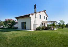 Casas de estilo clásico por Lormet