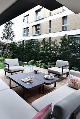 Balconies, verandas & terraces  by Esra Kazmirci Mimarlik
