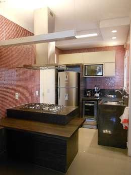 modern Kitchen by Compondo Arquitetura