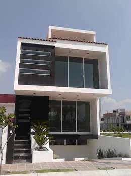 Casa Mag: Casas de estilo minimalista por CONSTRUCTORA ARQOCE