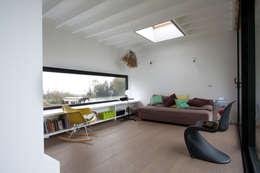Rodenberg (BEL): Salon de style de style eclectique par Voltarchitecten