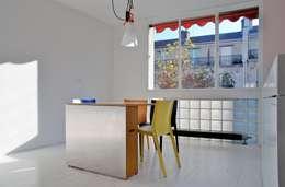 Appartement Manin au Buttes Chaumont : Cuisine de style de style eclectique par Ramsés Salazar Architecte