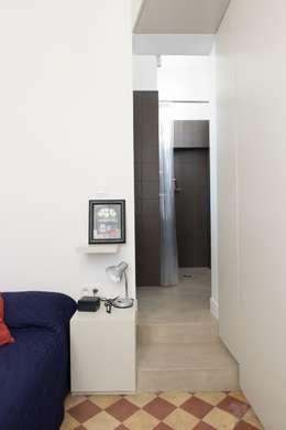 Appartement Martel, Paris 10e: Salle de bains de style  par Ramsés Salazar Architecte