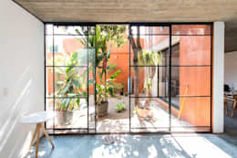 CASA XOCHIMILCO _ II: Jardines de estilo minimalista por rOOtstudio