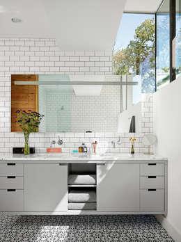 Banheiros modernos por Hugh Jefferson Randolph Architects