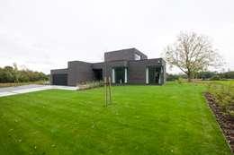 Casas de estilo moderno por hasa architecten bvba