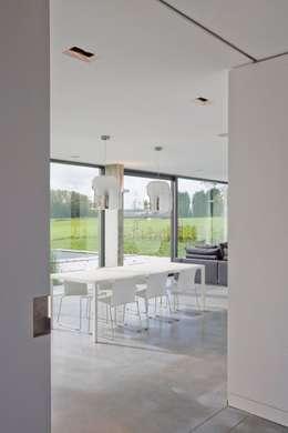 Comedores de estilo moderno por hasa architecten bvba